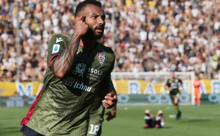 nel finale di gara annullato un gol a joao pedro il brasiliano aveva gi esultato ma il var ha giudicato falloso un suo intervento
