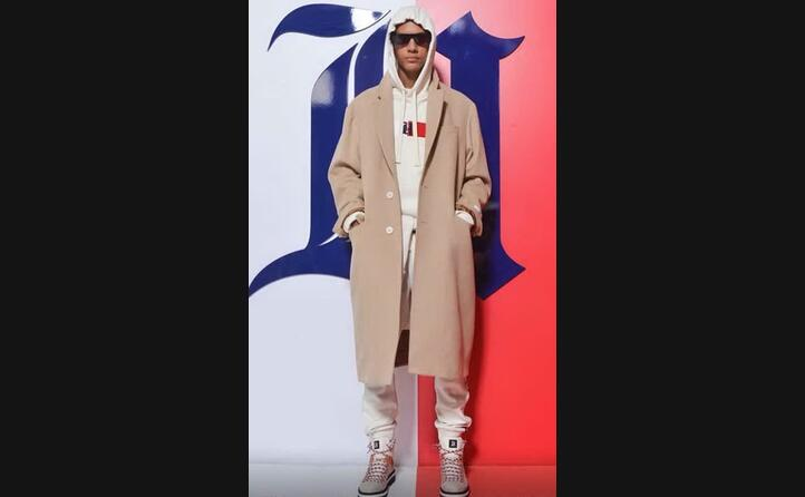 una cappotto della collezione di tommy hilfiger (foto facebook della casa di moda statunitense)