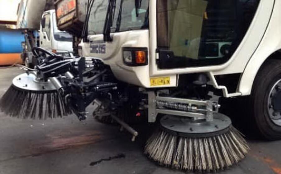 mezzi per la pulizia strade (foto da google)