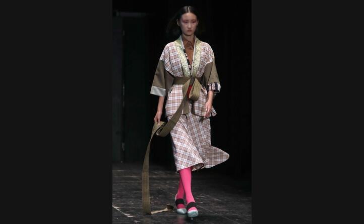 l artista e stilista algherese ha rivistato il kimono