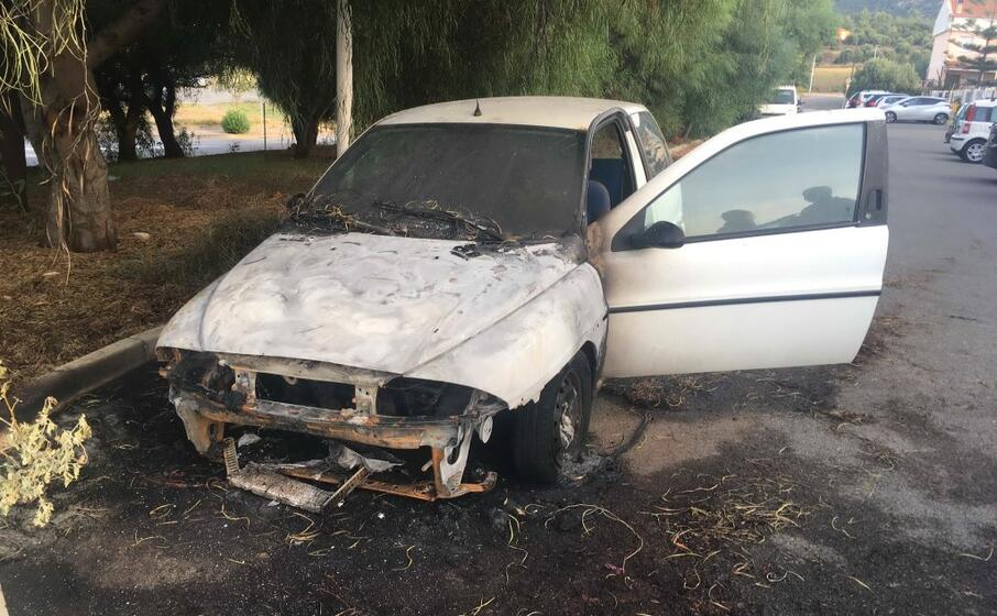l auto incendiata (l unione sarda scano)
