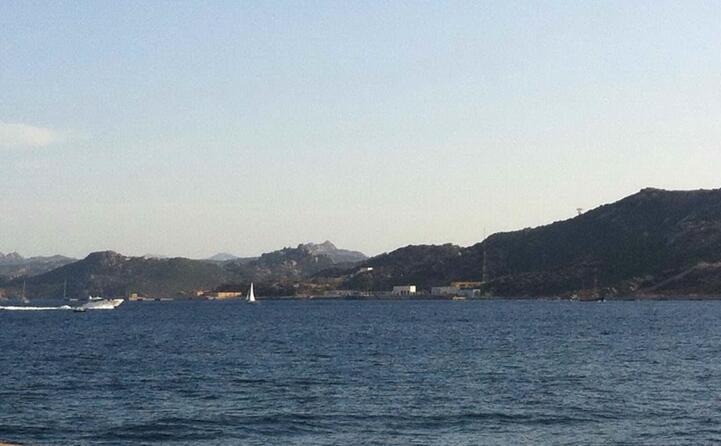 la base viene impiantata a santo stefano nell arcipelago de la maddalena