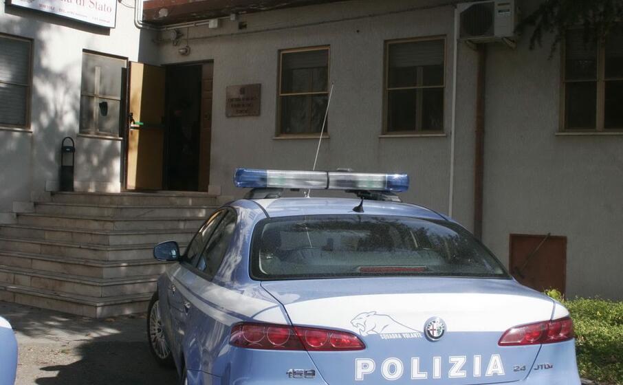 polizia a tortol (archivio l unione sarda)