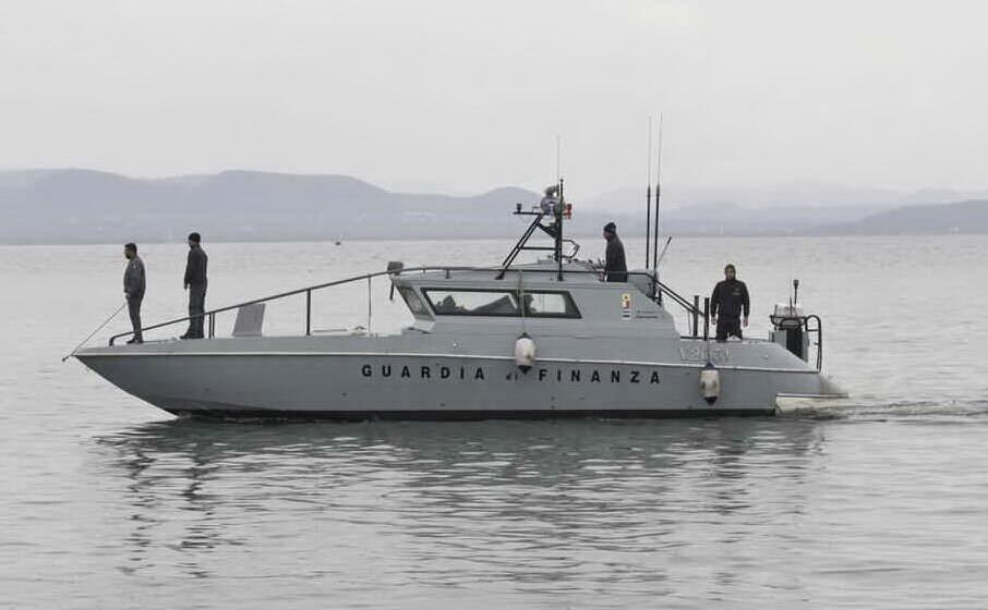 una motovedetta della guardia di finanza (archivio l unione sarda)