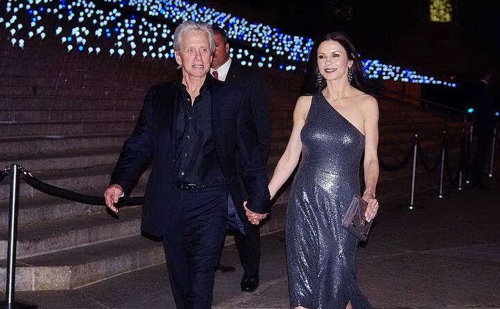 con la moglie catherine zeta jones