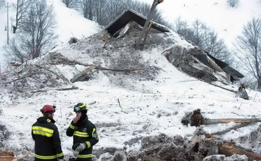 l hotel rigopiano distrutto dopo la tragedia (archivio l unione sarda)