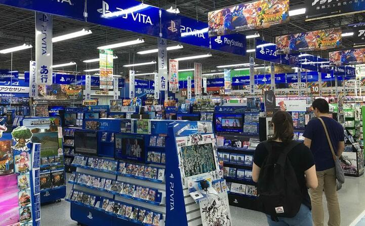 un negozio in giappone dedicato solo ed esclusivamente ai giochi per playstation
