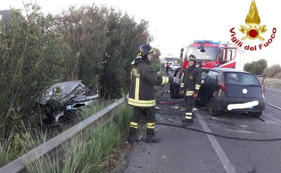 tre persone sono rimaste gravemente ferite (foto vdf)