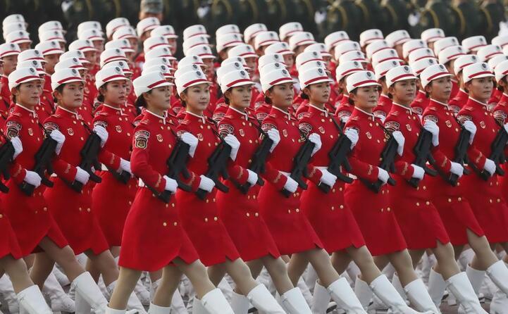 una truppa di donne soldato