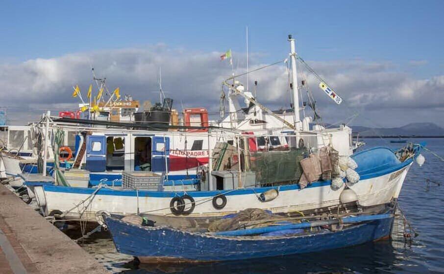 pescherecci in porto (archivio l unione sarda)