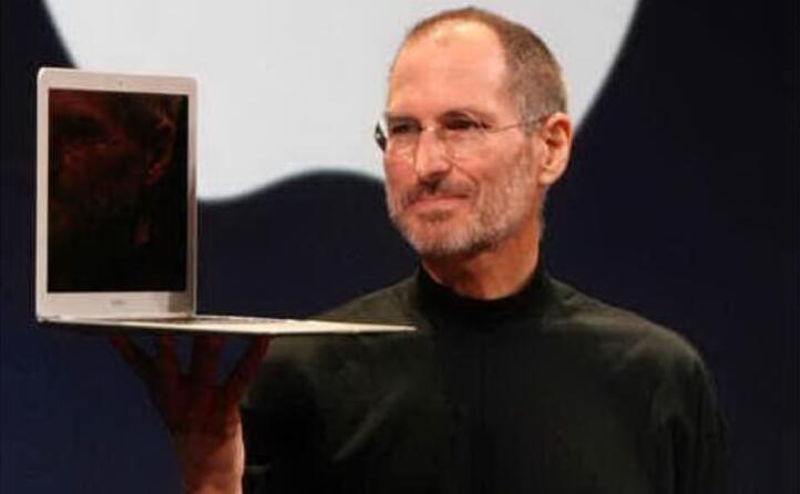 presenta il macbook air nel 2008 (foto wikipedia)
