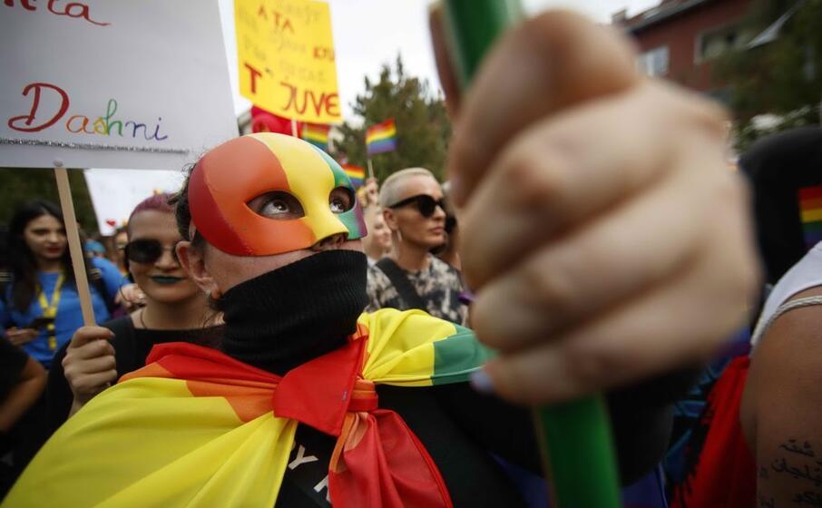 decine di manifestanti sono scesi in piazza per i diritti degli omosessuali