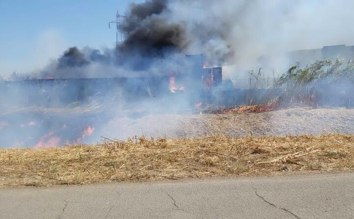 sul posto sono intervenuti i vigili del fuoco
