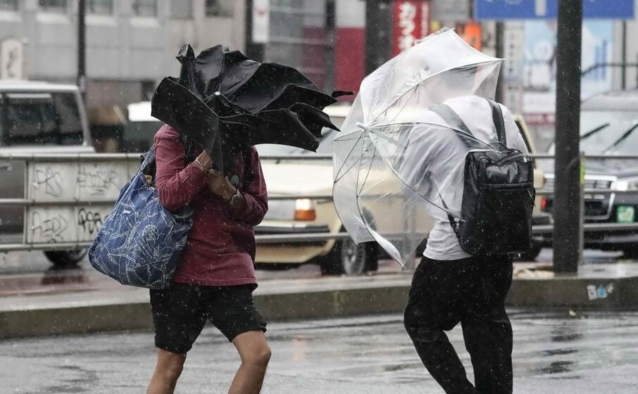 alcune aree di tokyo sono state travolte da un tornado