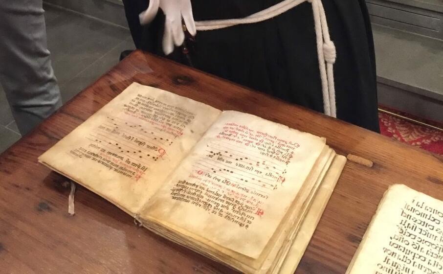 il codice antico donato alle clarisse (foto l unione sarda mocci)