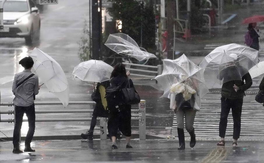 piogge intense e forti venti hanno colpito le regioni centrali e orientali
