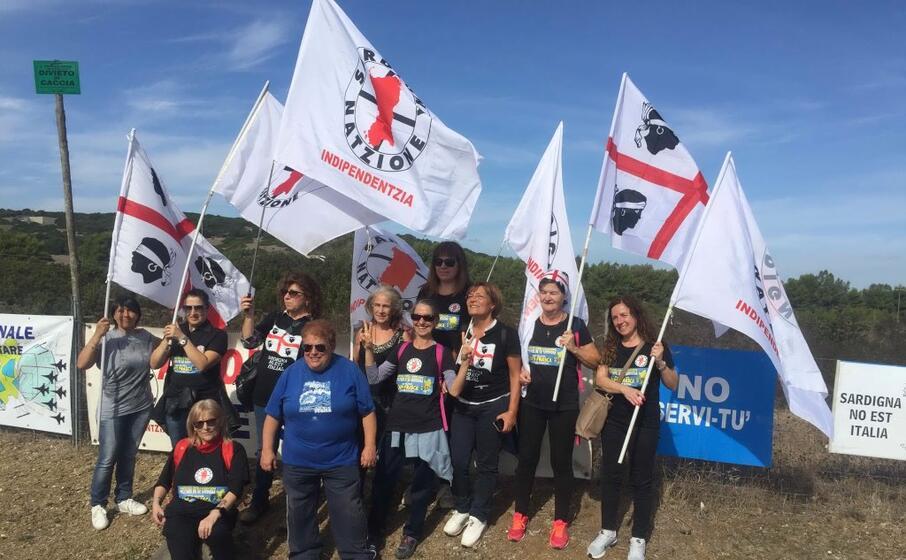 protesta a capo frasca per contrastare le esercitazioni militari nell isola