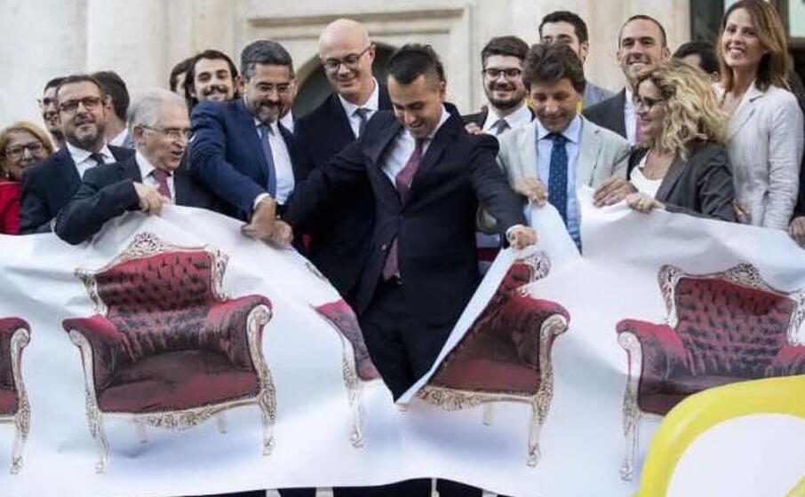 di maio dopo l approvazione del taglio delle poltrone dal parlamento (archivio l unione sarda)