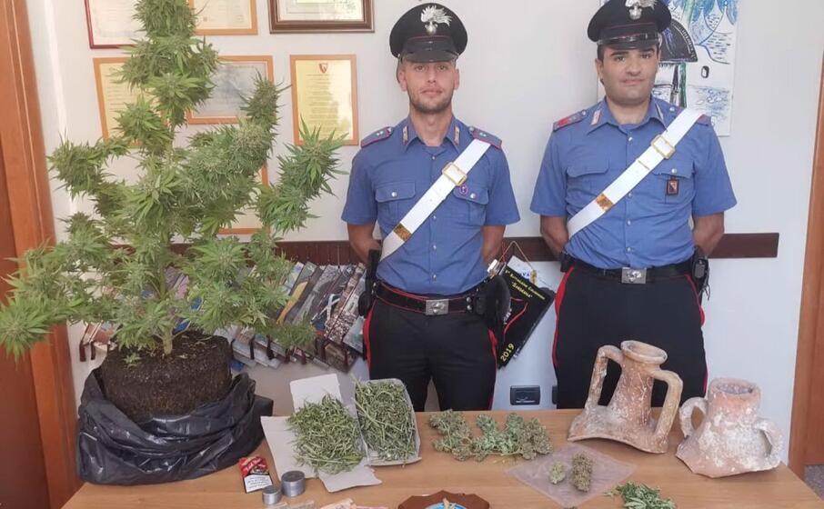 il materiale posto sotto sequestro (foto carabinieri di cagliari)