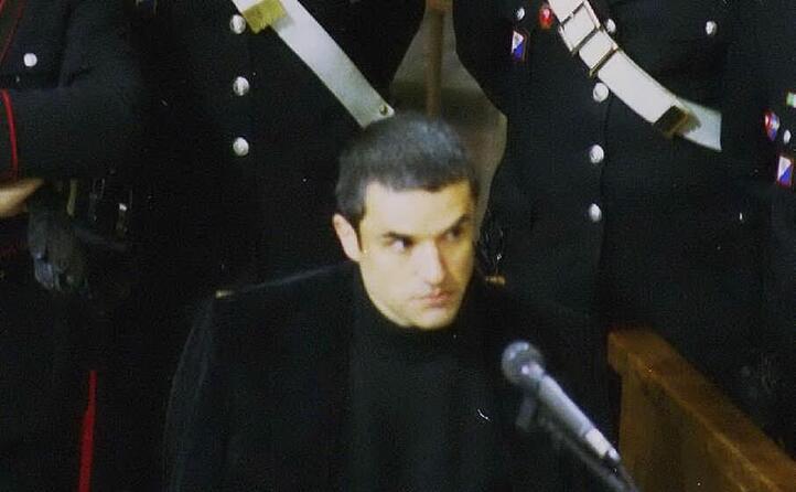 un giovane matteo boe in tribunale