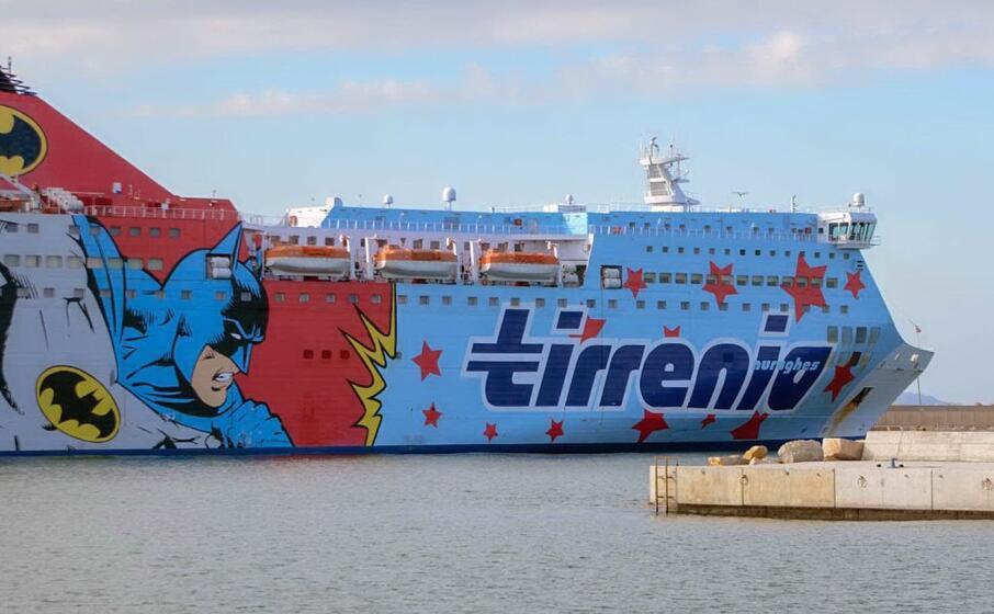 un traghetto tirrenia (foto l unione sarda calvi)