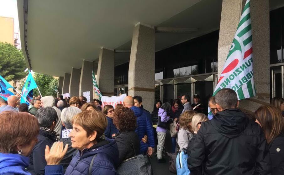una protesta dei dipendenti aias (archivio l unione sarda)