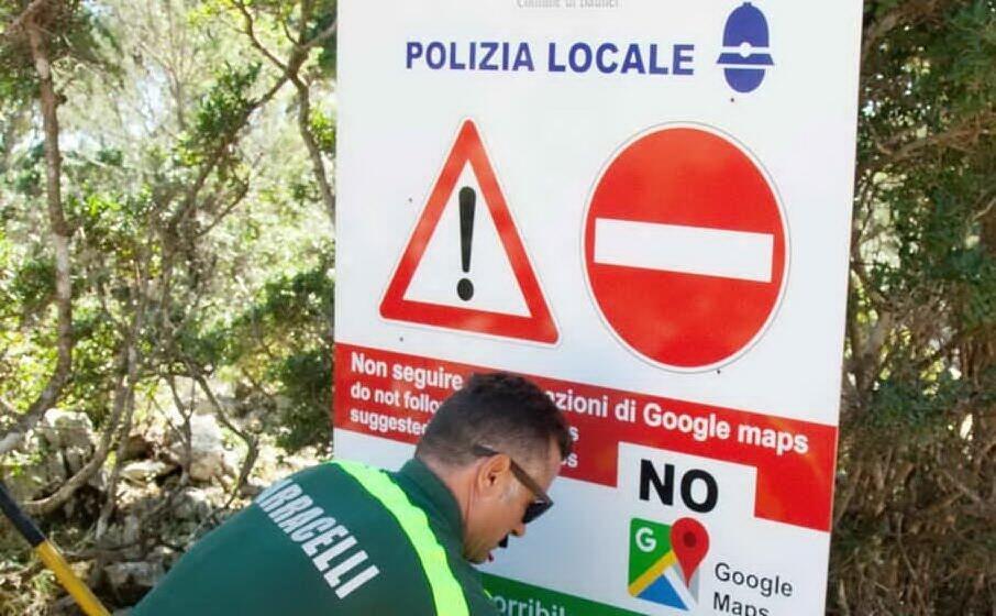 i cartelli con l invito a non usare google maps (archivio l unione sarda)