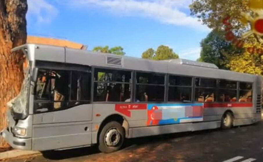 l autobus dell ataca (archivio l unione sarda)