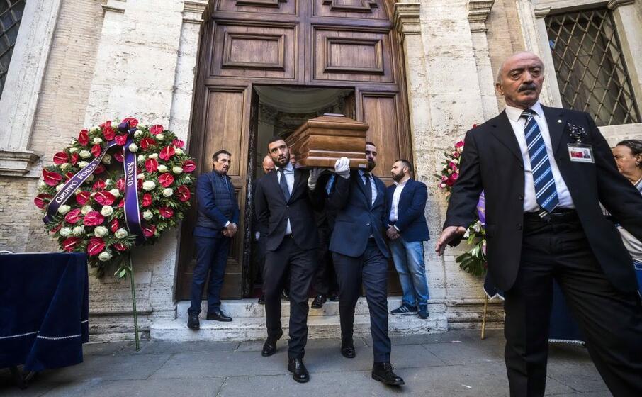 oggi l ultimo saluto a roma nella chiesa di sant ivo alla sapienza
