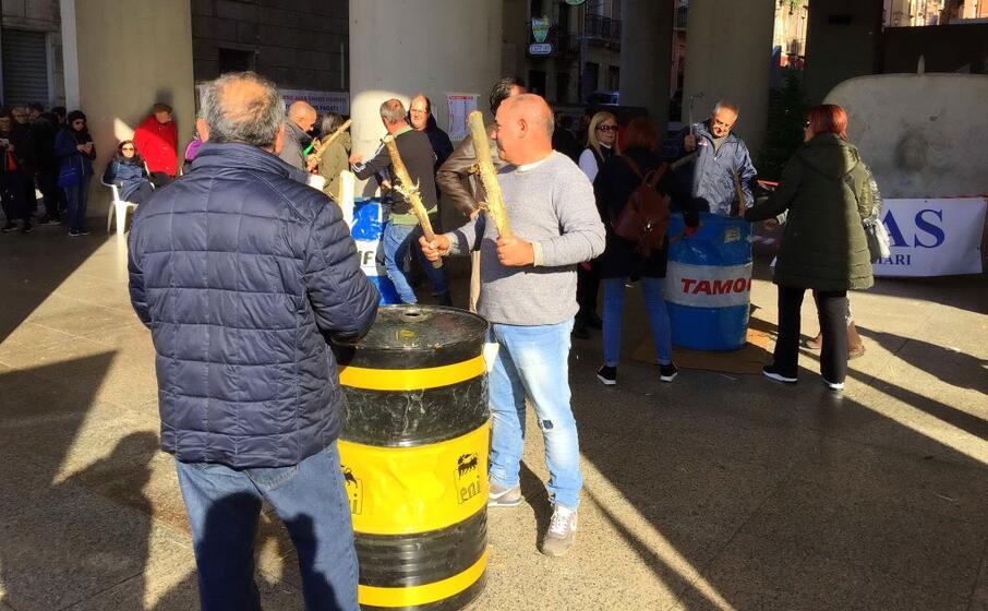 una protesta dei dipendenti (archivio l unione sarda)