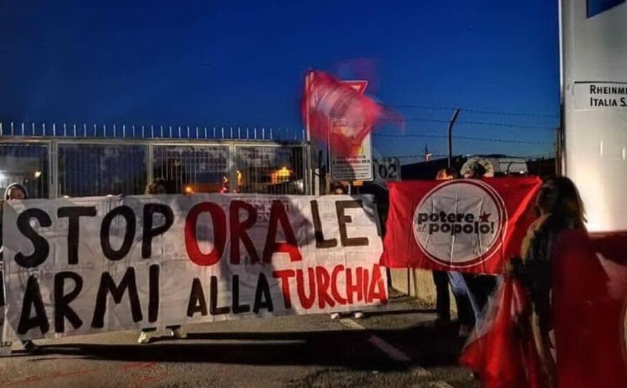 la protesta alla rheinmetall spa di roma organizzata da potere al popolo (foto l unione sarda farris)