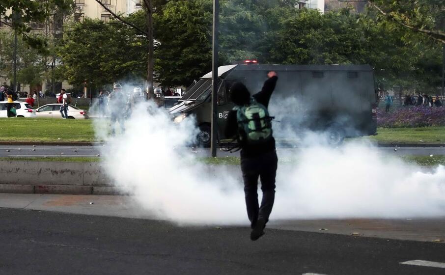 le proteste contro la polizia a santiago (ansa)
