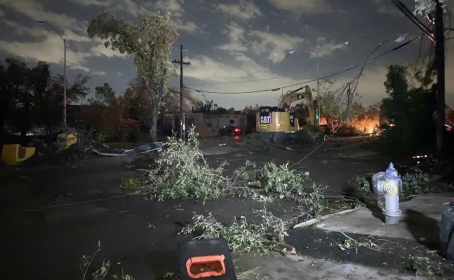 i danni del tornado (foto twitter)