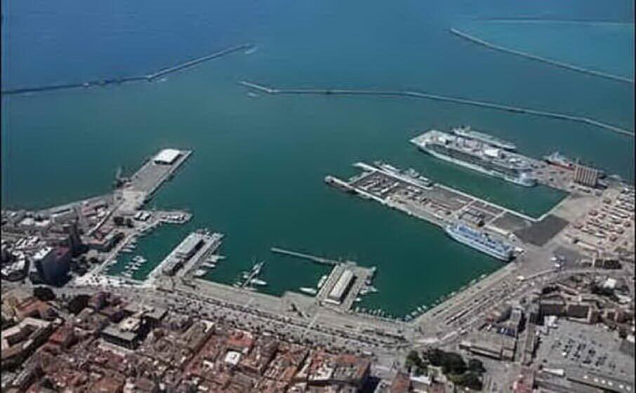 il porto di cagliari (archivio l unione sarda)