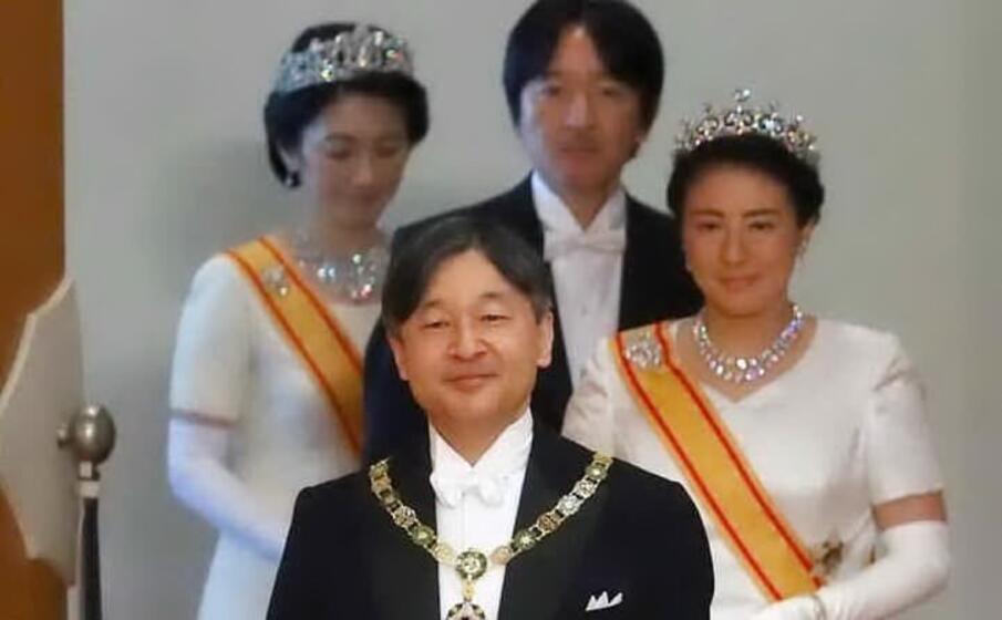 l imperatore naruhito (archivio l unione sarda)