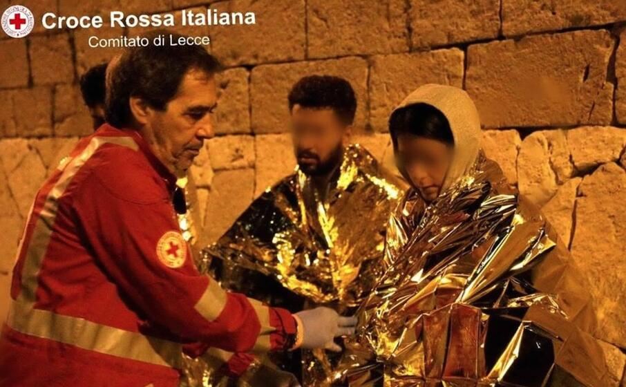 uno degli ultimi sbarchi in salento (ansa ufficio stampa croce rossa italiana)