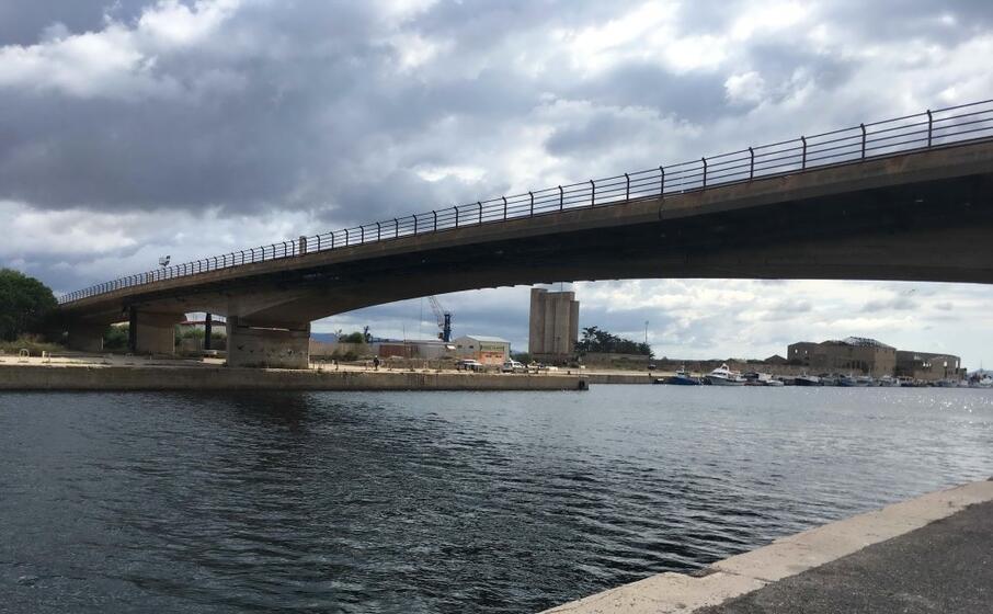il ponte che collega la terraferma e sant antioco (foto l unione sarda scano)