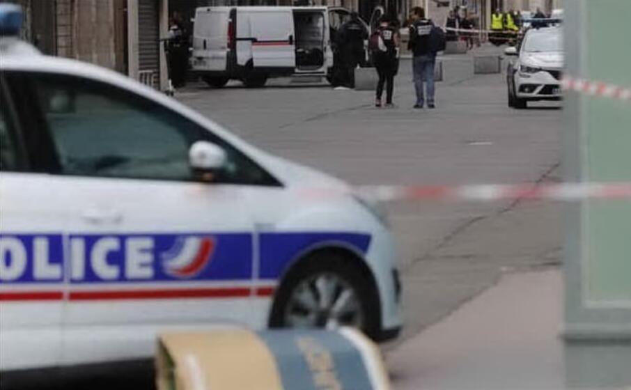 polizia francese (archivio l unione sarda)