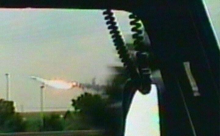 un fermo immagine da un video mostra il concorde gi in fiamme