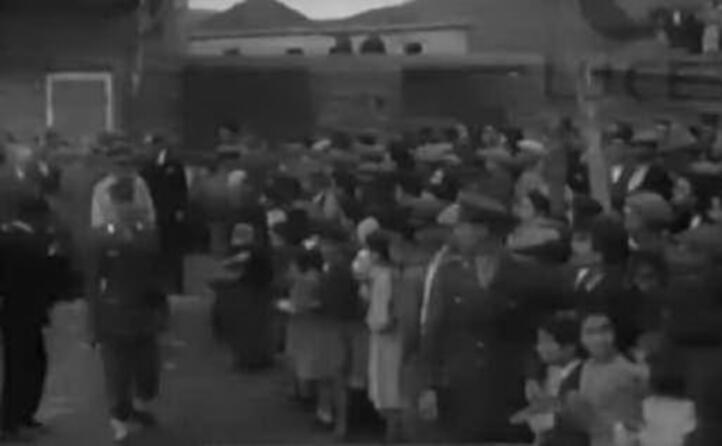 il presidente tra la folla (foto istituto luce)
