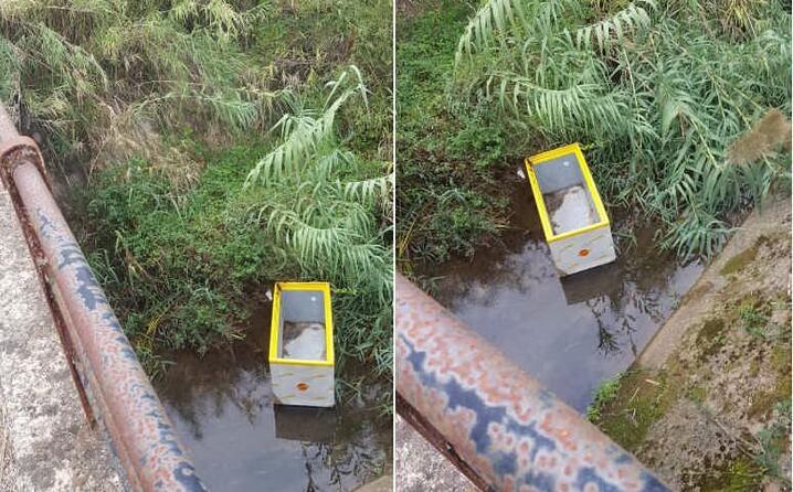 domusnovas localit sa mura l intelligentone di turno ha buttato un frigorifero per quanto tempo rester la foto inviata da un lettore (28 10 2019)