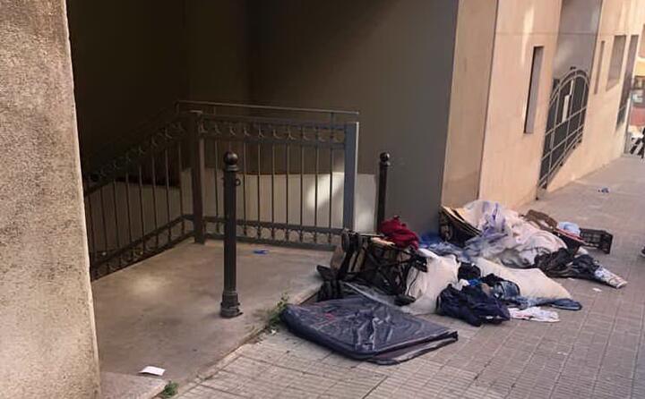 rifiuti in via pola a cagliari la foto di giovanni pintore (27 04 2019)