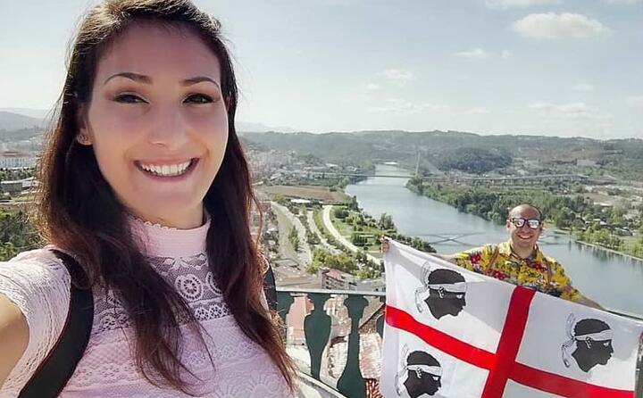 la bandiera sarda sventola a coimbra in portogallo lo scatto di sabrina e andrea ( brjuchka meo_rugg)