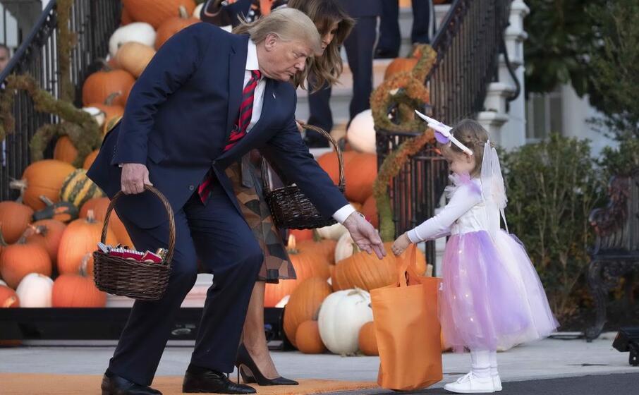 per l occasione le scale della white house sono state riempite di zucche di ogni colore