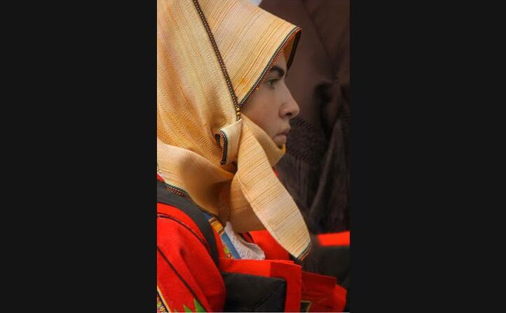una ragazza di orgosolo sfila con l abito della tradizione barbaricina (foto antonellafancello)