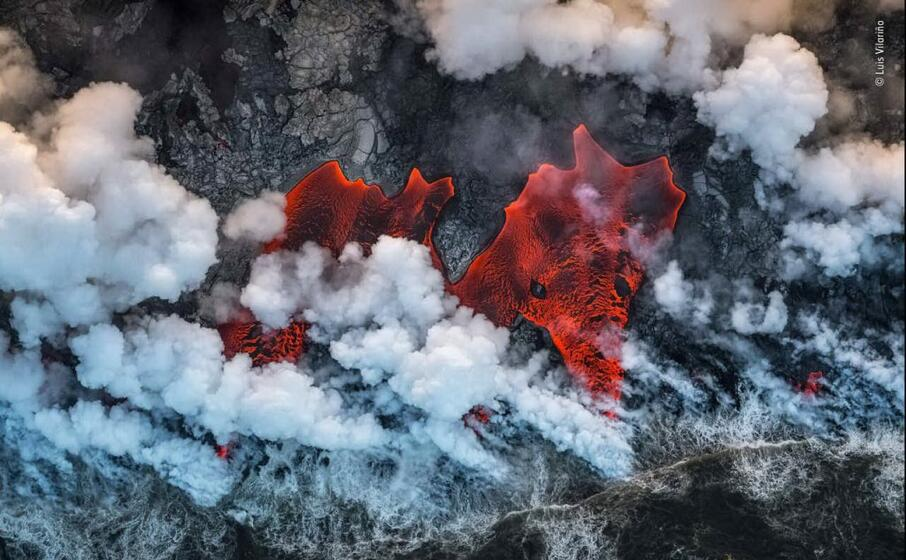 lava incandescente nell oceano pacifico di luis vilarino
