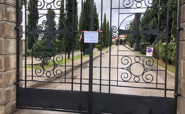 il cimitero chiuso (l unione sarda fiori)