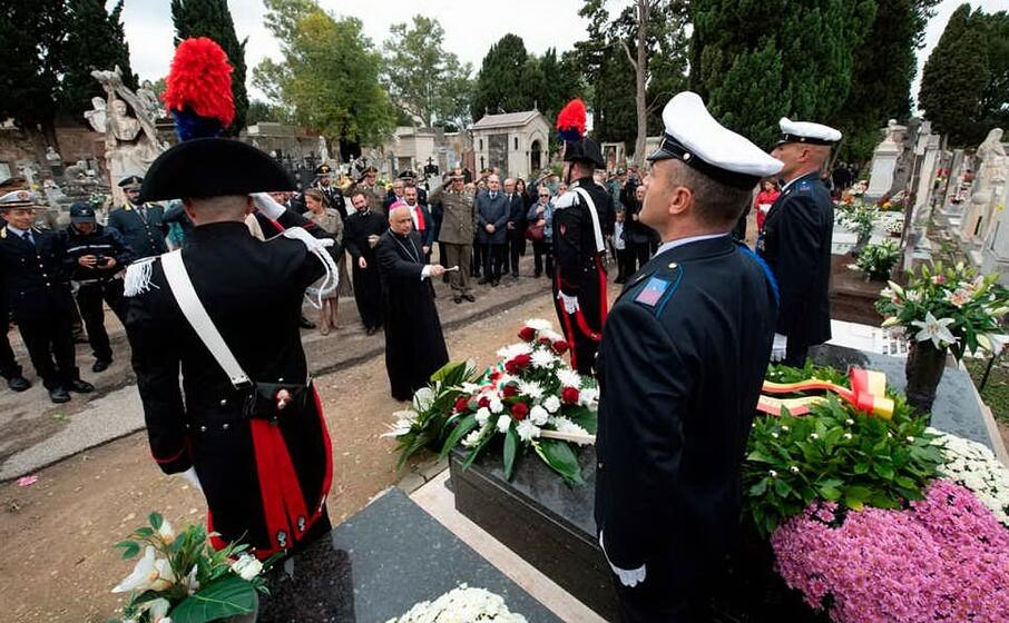 la benedizione sulla tomba di francesco cossiga