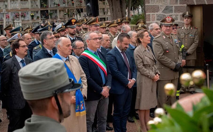 la brigata sassari commemora i caduti di tutte le guerre