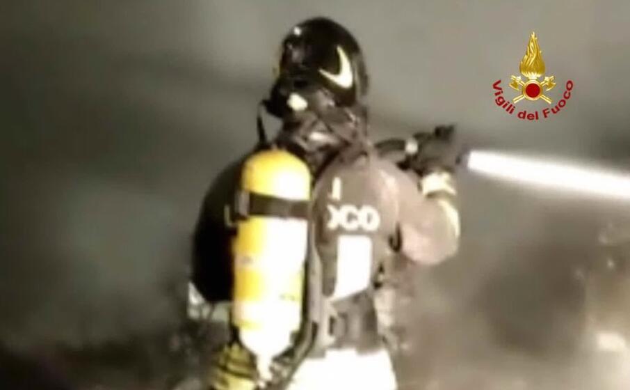un pompiere (foto vigili del fuoco)